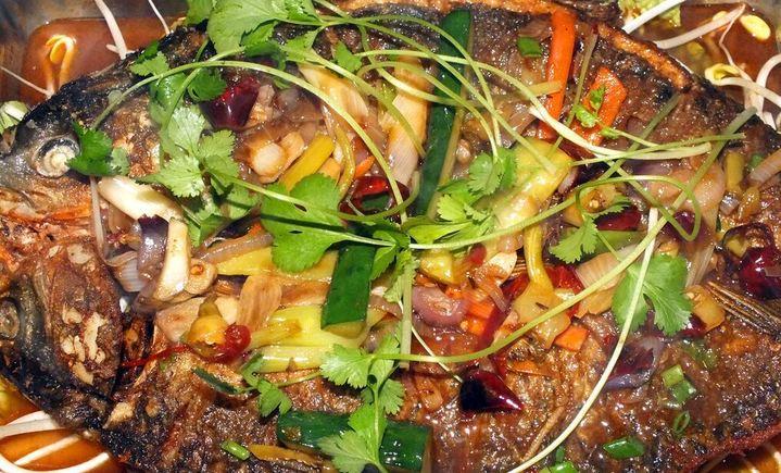 木火铁锅炖鱼