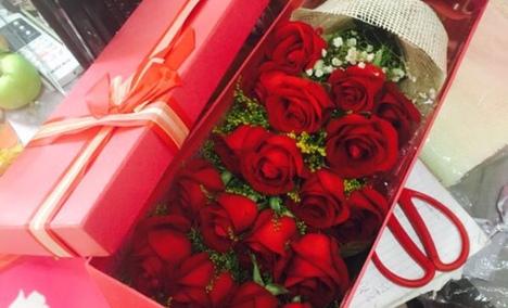 点点花坊19枝玫瑰礼盒