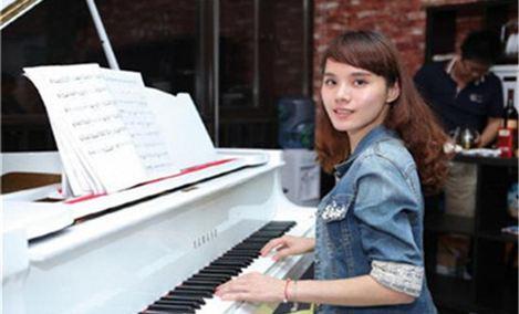 一键钟琴成人钢琴吧(龙华星河盛世店)
