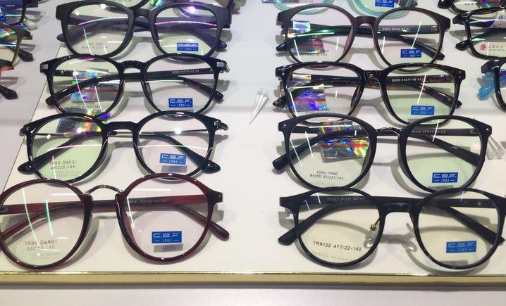叶明沙眼镜