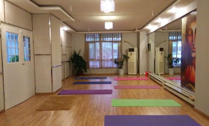 漫步沙海瑜伽舞蹈会馆