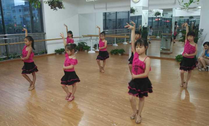 弄舞文化艺术中心