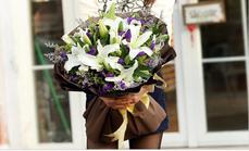 520鲜花12朵香水百合