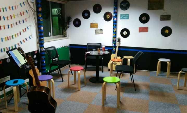 无名思音吉他培训室