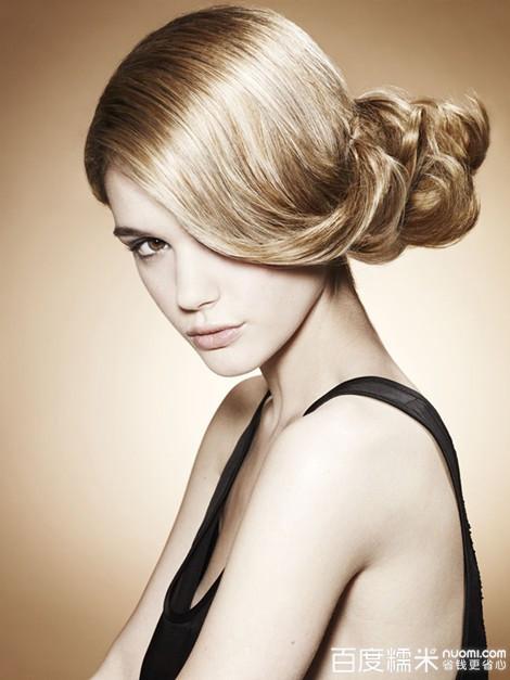 伊诺美发美容馆发型师剪发图片