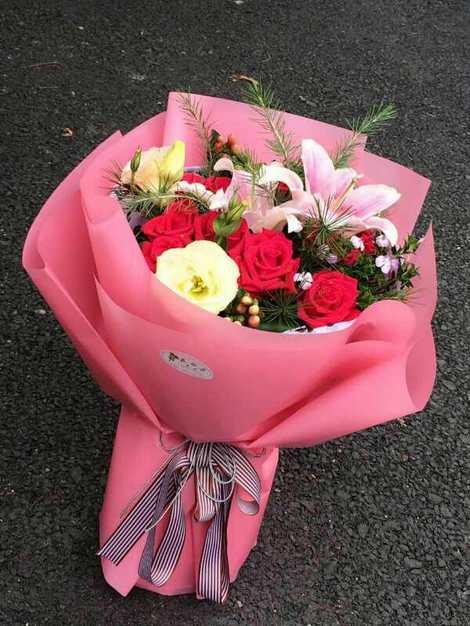 张晓9支玫瑰2粉百合巨蟹座月天秤座图片