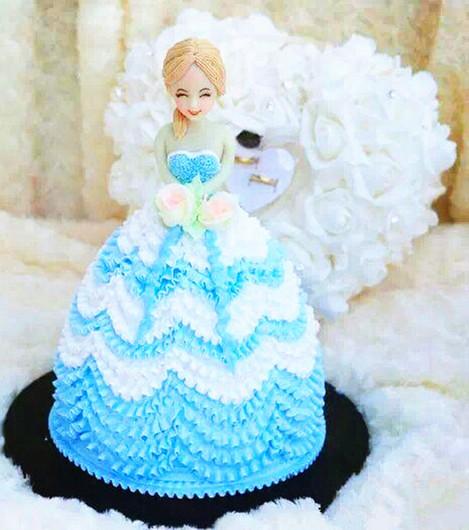 莉莎蛋糕8英寸芭比娃娃图片