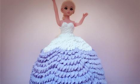 仅售228元,价值408元8寸芭比娃娃蛋糕!节假日通用,请提前5小时预约,店内提供免费WiFi!
