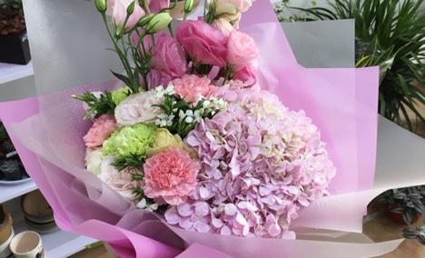 高档混合鲜花花束图片