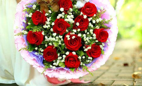 仅售88元,价值168元11朵玫瑰+2只公仔花束!请至少提前24小时预约!