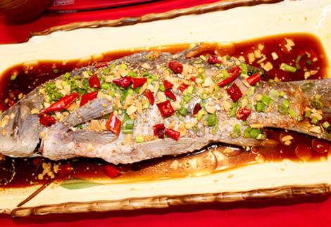 微山湖炖鱼的做法_微山湖鲜鱼馆