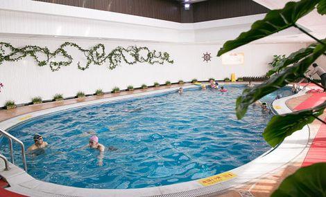 名门饭店游泳馆