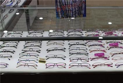 亮顺眼镜店