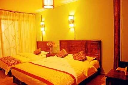 仅280元!价值380元的丽江时光花园客栈时光-阳光豪华家庭房(一楼)入住1晚,免费WiFi。