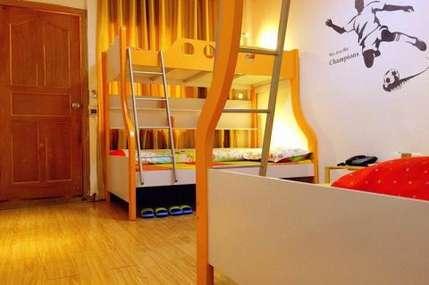 仅38元!价值150元的泸沽湖疯鸟国际青年旅舍男生四人床位入住1晚,免费WiFi。