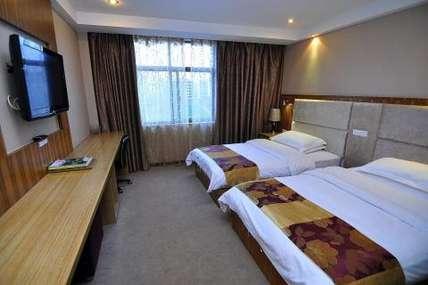 仅130元!价值150元的师宗县冠裕大酒店入住1晚,豪华标间电脑房/豪华单间电脑房2选1,免费WiFi、免费早餐。