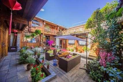 仅148元!价值398元的丽江古城闲庭别院客栈大床房入住1晚,免费WiFi。