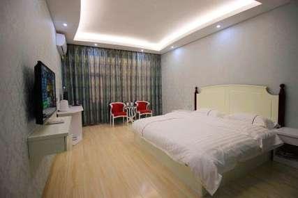 仅135元!价值180元的丽江古城区居格酒店现代大床间入住1晚,免费WiFi。