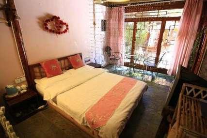 仅100元!价值128元的丽江阳光海棠客栈二楼大床房入住1晚,免费WiFi。