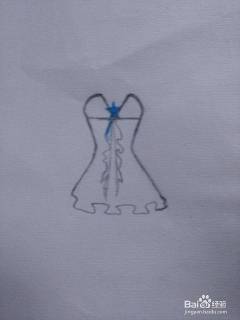 人漂不漂亮主要还得看衣服,下面一些小步骤轻松画出简单的人物服装 7图片