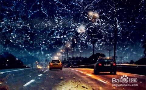 ←   4/6  开车注意减速慢行        很多人在下雨天喜欢开车出行图片