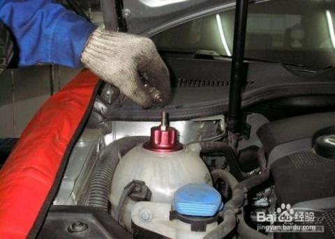 车水箱防冻液配方_防冻液 3/7   3,关上自来水龙头,待冷却系统的水放尽后,再关上水箱