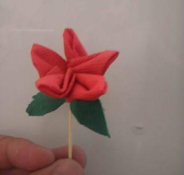 教你做一朵漂亮的布花朵图片