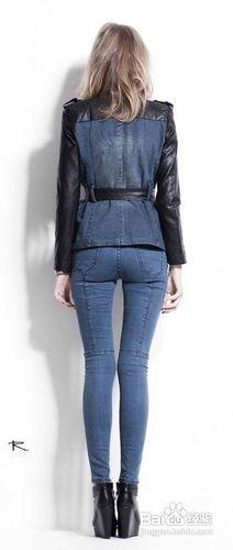 蓝色牛仔裤配什么上衣