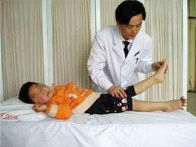 怎样抑制脑瘫患儿的异常动作和姿势