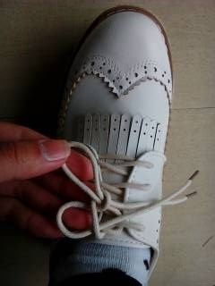 简单好看的蝴蝶结鞋带系法图片