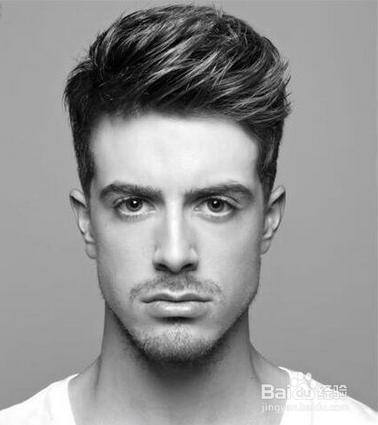 发型,中间发丝隆起蓬松的尽显熟男的时髦范儿,两边剃剪和稍短的胡子够图片