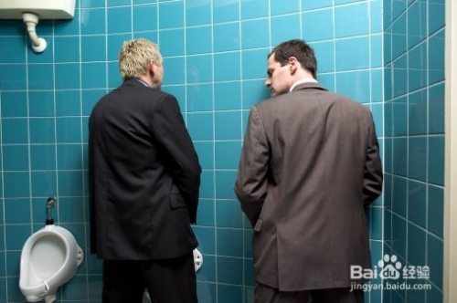男人公厕拉尿视频