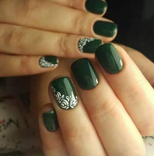 这个夏天涂个绿色美甲,显白又有气质图片