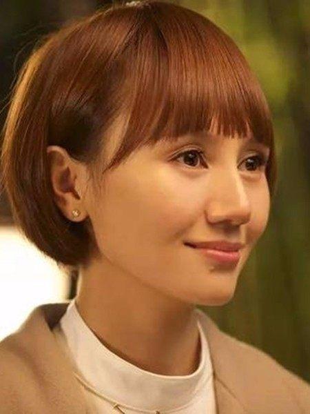 齐刘海齐耳短发发型 可爱小女生图片