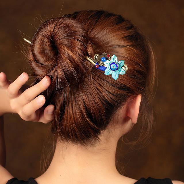 每天赶着上班还要折腾头发太花时间!用发簪把头发盘起简单又好看图片图片