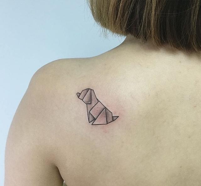 细数8个美少女最喜欢的呆萌狗狗的纹身图案!你喜欢哪个?图片图片