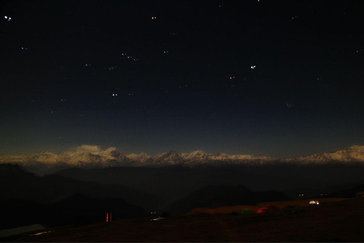 漫天星空,夜雪山图片图片
