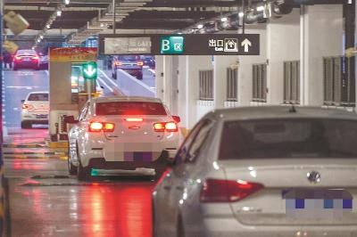 """虹桥站""""免费停车限次数""""见成效"""