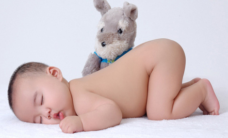 宝宝的正确睡姿图片