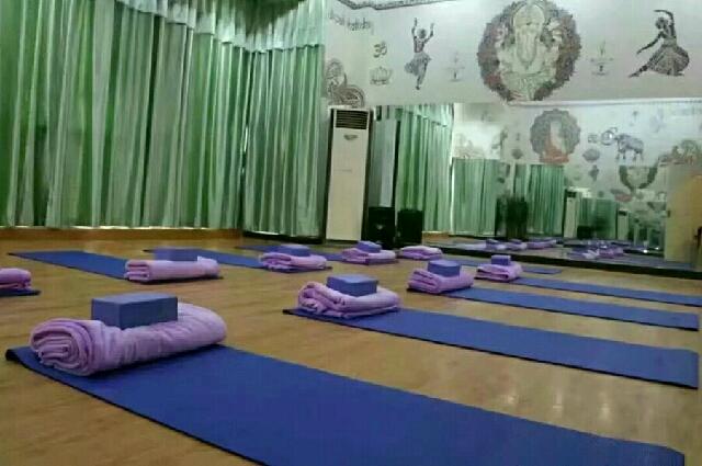 依伽人瑜伽舞蹈室(依伽人瑜伽富安店)