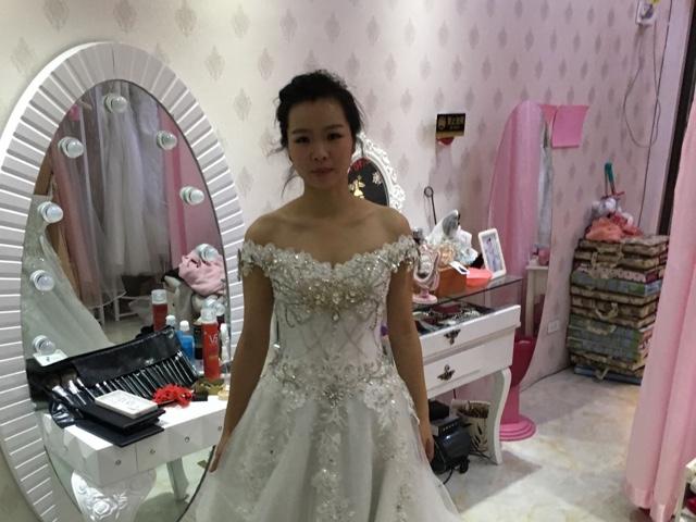 绾妆阁婚纱礼服