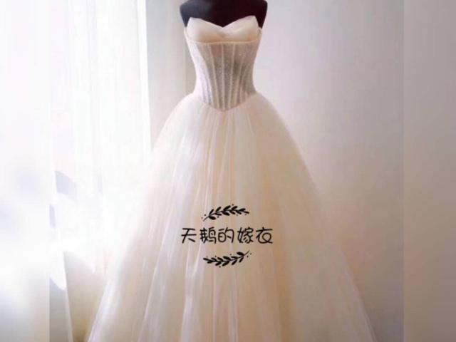 天鹅的嫁衣婚纱礼服租赁