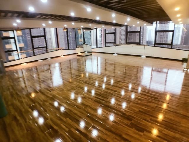 M-crew国际舞蹈培训基地(西美店)