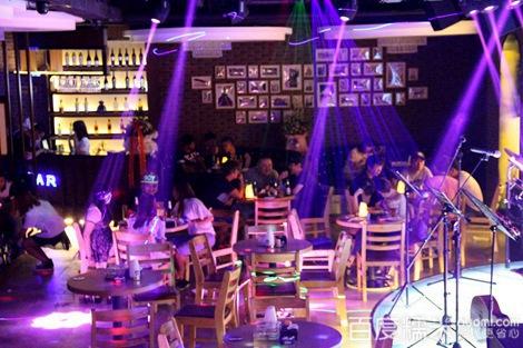 【70酒吧3至4人套餐团购】延吉7090音乐酒吧团购98元