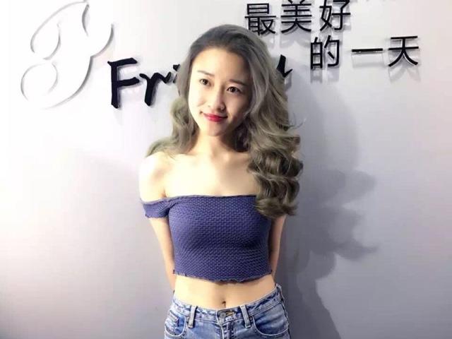 Friday潮牌造型(保利中心店)
