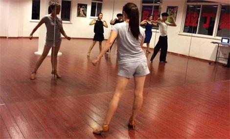 杨杨拉丁舞