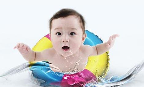 婴儿游泳出意外,为了孩子一定要看图片
