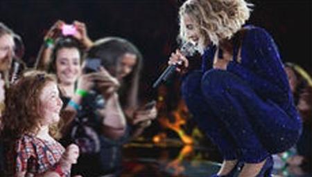 被歌迷嗓音震惊了的10位欧美歌手!