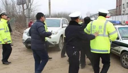 邯郸成安:醉驾肇事 爷俩暴力抗法被拘留
