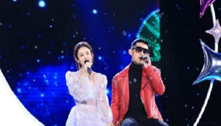 赵丽颖张继科携手演唱《私奔到月球》